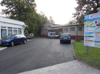 Pacienti a návštevníci Nemocnice Krompachy sa môžu tešiť na novo upravené cesty