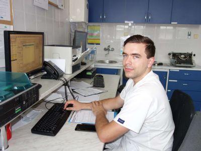 Mladý lekár posilnil tím v krompašskej nemocnici