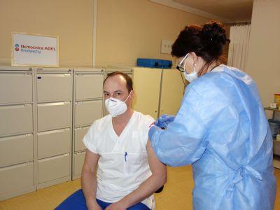 Krompašská nemocnica začala s očkovaním svojich zamestnancov