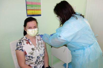 Vakcinačné centrum v Krompachoch zaznamenáva veľký záujem o očkovanie